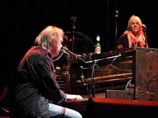 RED ROCKS LIVE. NEIL YOUNG, FRIENDS & RELATIVES – ULTRASÓNICA  RED ROCKS LIVE....